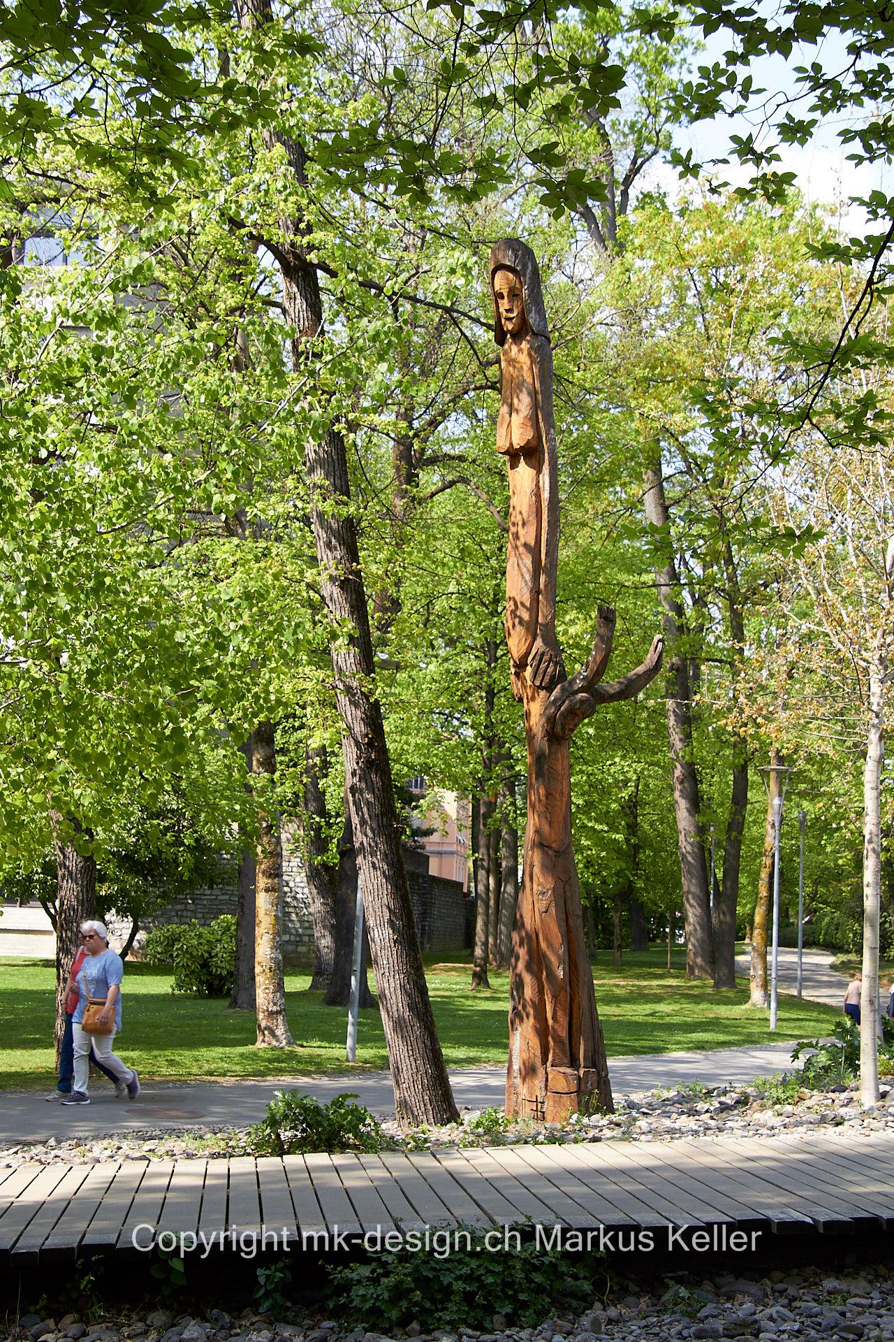 Bauwerk   Statue/Skulptur   Pflanze   Baum