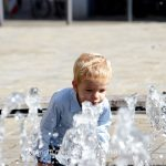 Bauwerk   Brunnen   Mensch   Kind