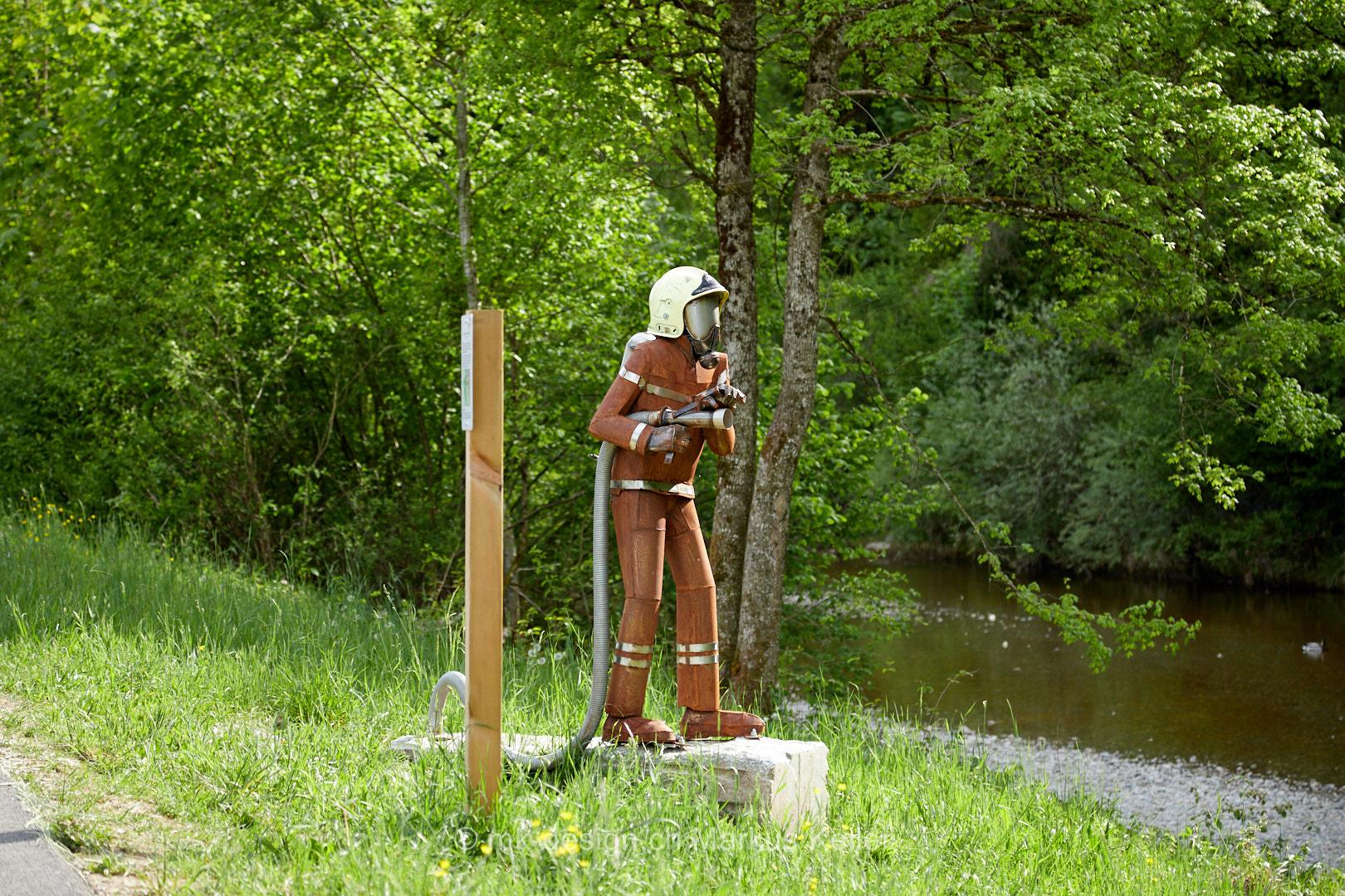 Mensch   Feuerwehrmann   Bauwerk   Statue/Skulptur